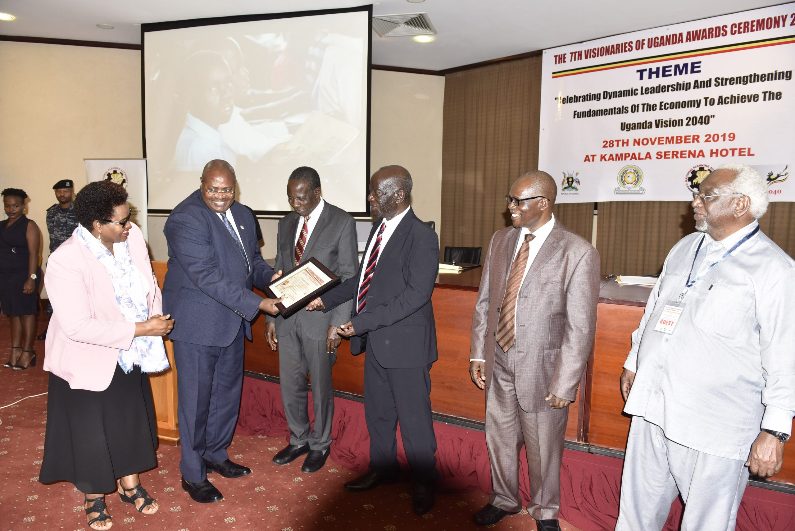 Principal Judge High Court of Uganda, Justice Yorokamu Bamwine receiving the Visionary Award for his contribution to the judiciary